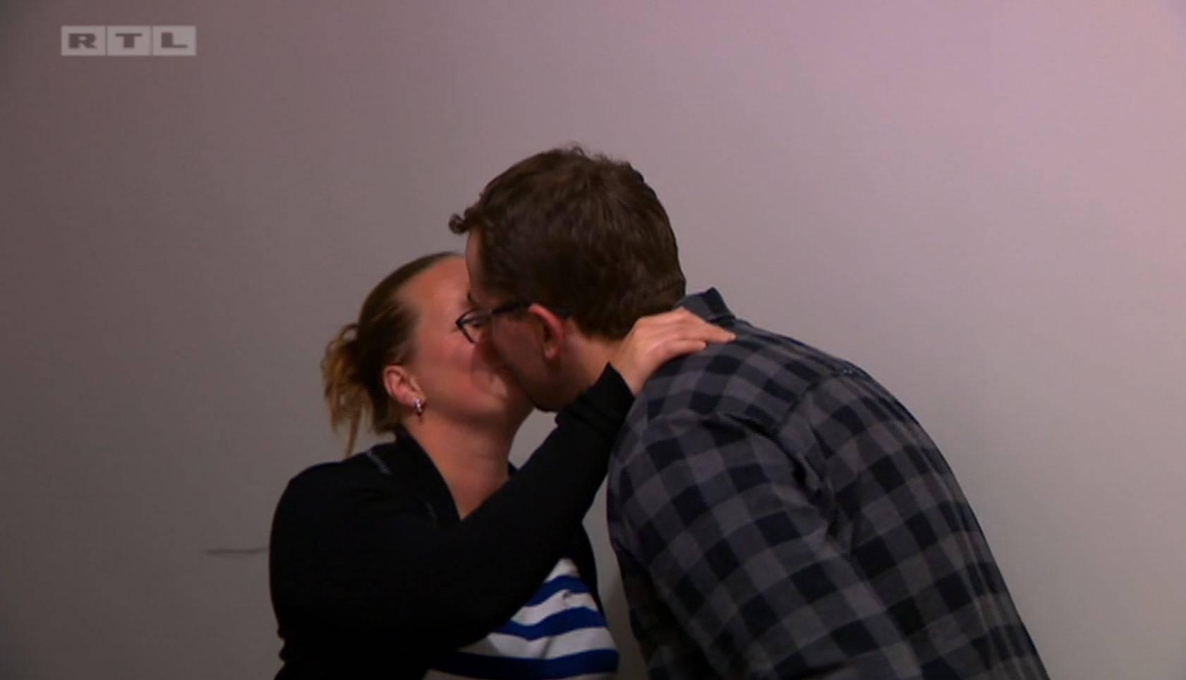 Pokušala je poljubiti Srećkovog prijatelja pa je svlačila farmera