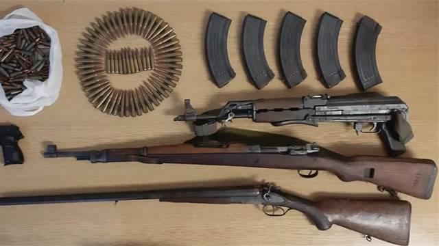 Uhitili Omišanina, našli mu tri puške, pištolj i stotine metaka