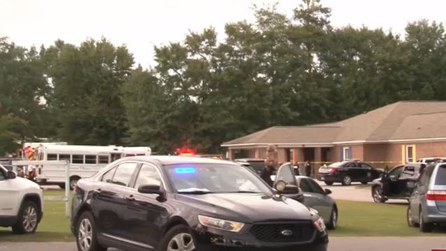 Jednogodišnje blizance roditelj pronašao mrtve u automobilu ispred vrtića, tamo bili 9 sati