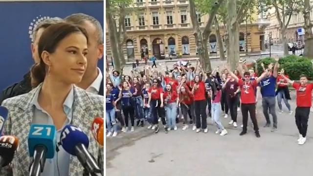 Norijada u Zagrebu: Maturanti su opkolili presicu Domovinskog pokreta i zapjevali 'Sude mi'