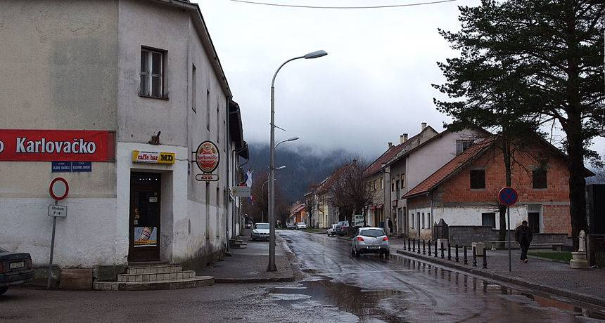 Trovali pića ljudima u Plaškom: 'Milana su našli golog pored pekare, bilo je sumnjivih smrti'
