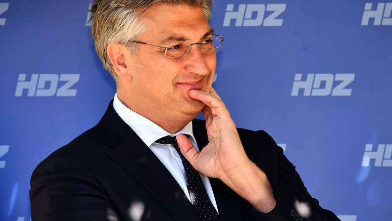 Plenković: Moramo donositi odluke kojima nećemo ugroziti turističku sezonu ove godine