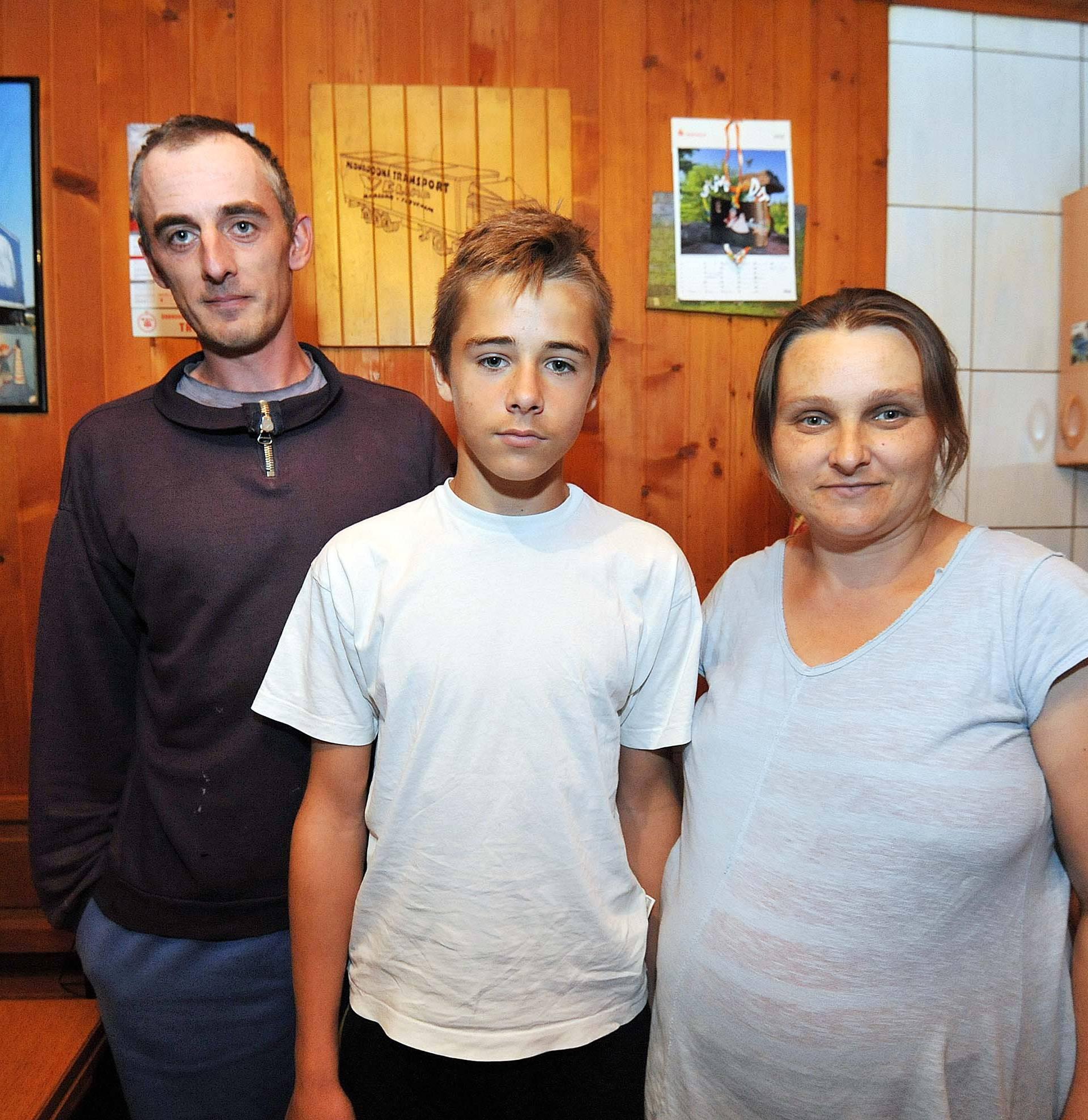 'Župnik zbog duga našem sinu nije htio dati da ide na krizmu'