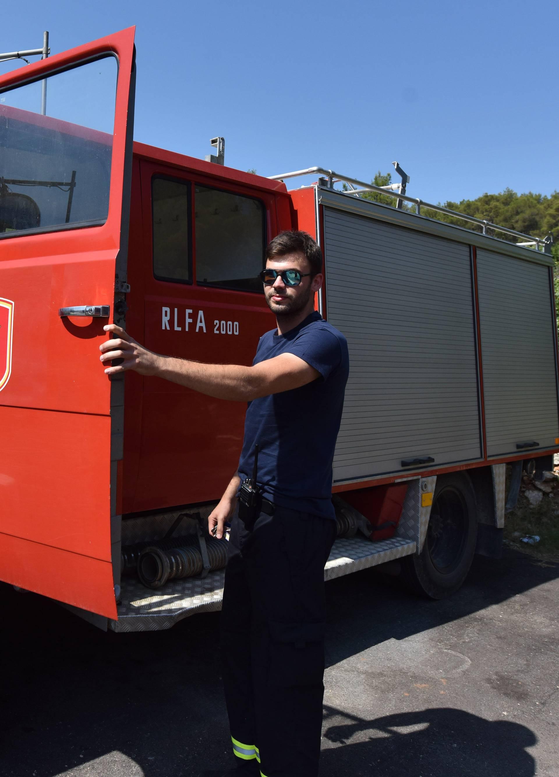 Vatrogasci: 'Oštetili su jedino vozilo koje nam trenutno radi'