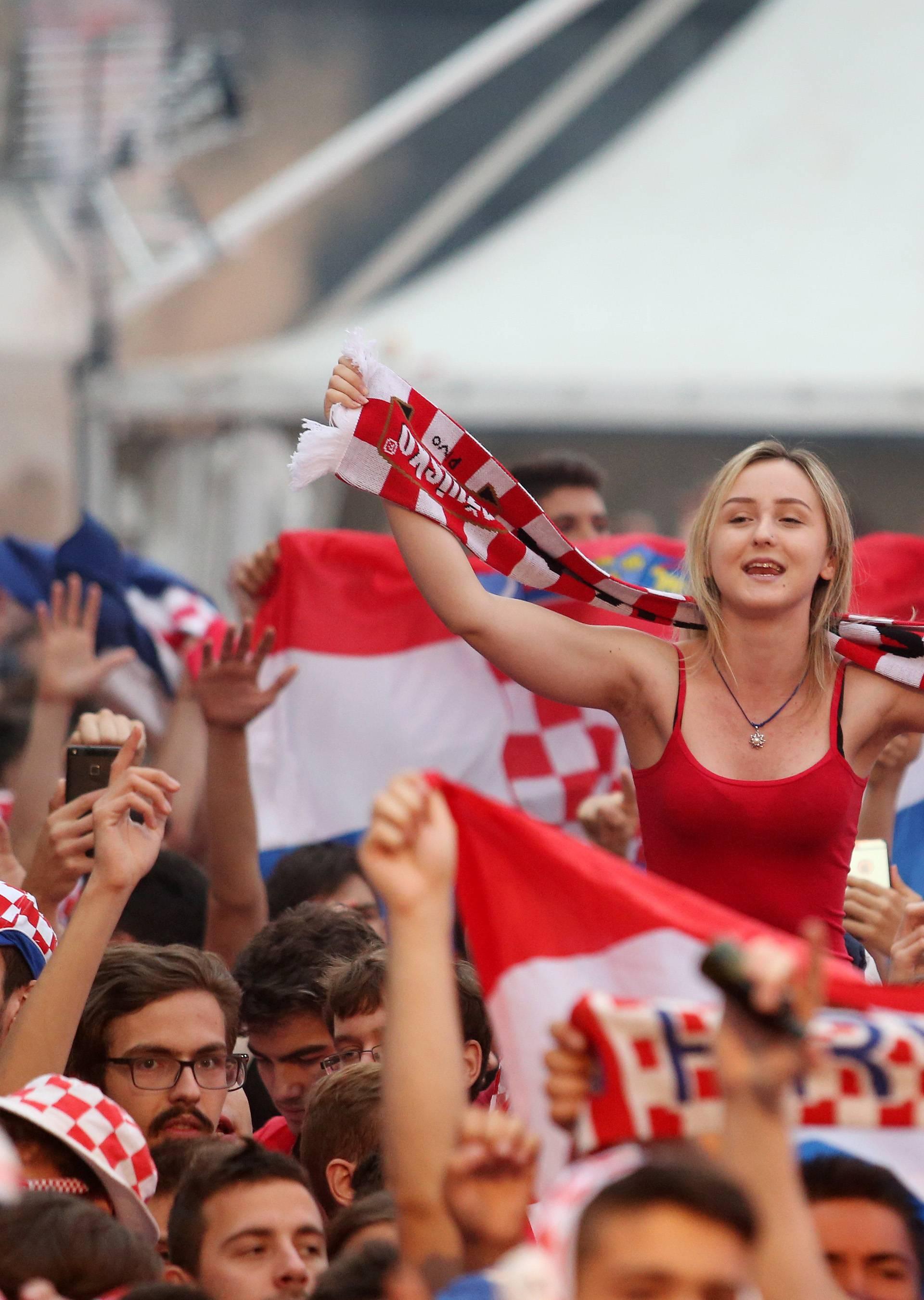 Ajmo, Hrvatska: Navijanje liječi tugu i potiče želju za  - seksom!