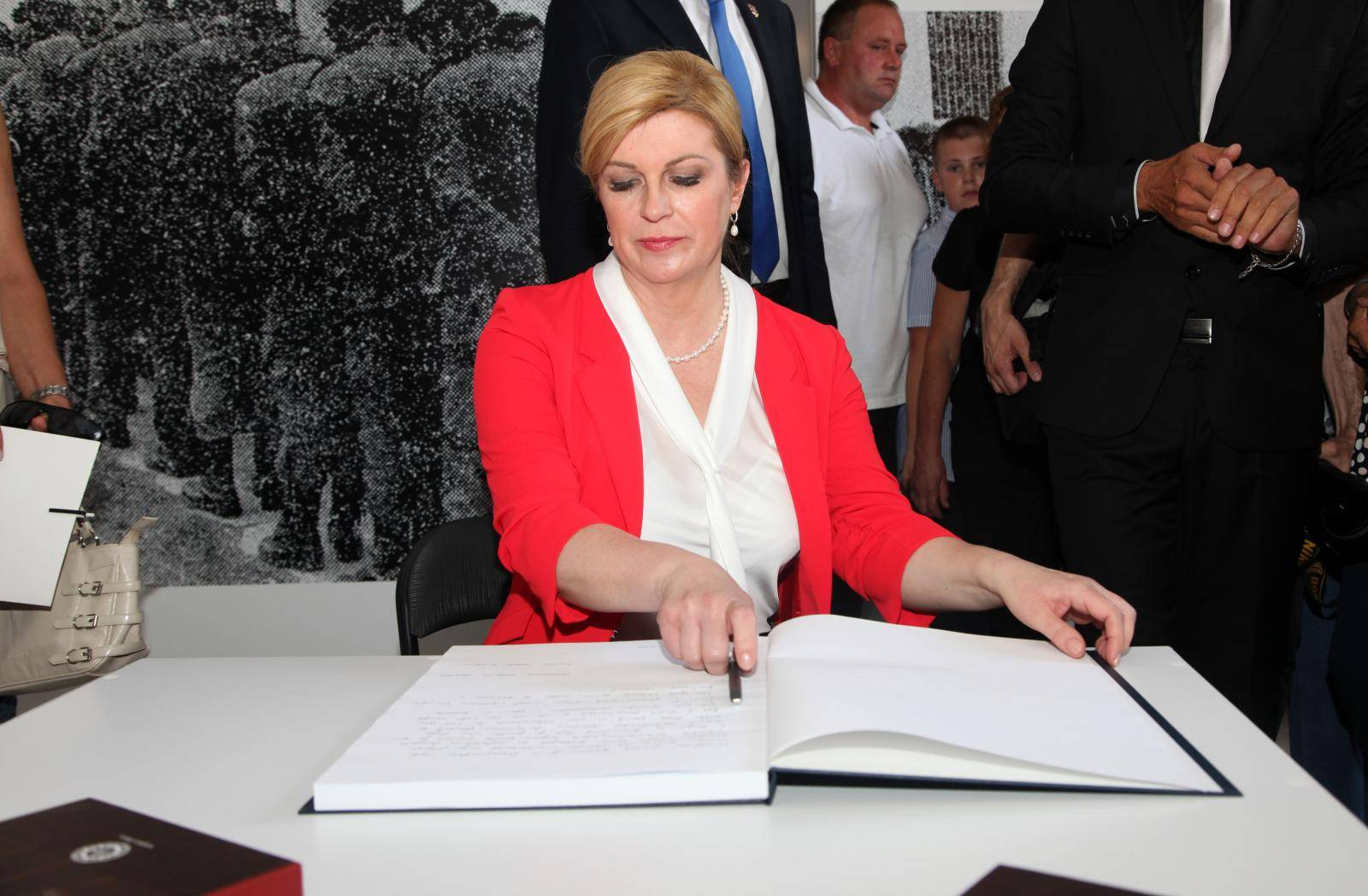 Povodom Dana Grada Gline održana svečana sjednica i otkriven spomenik Franji Tuđmanu