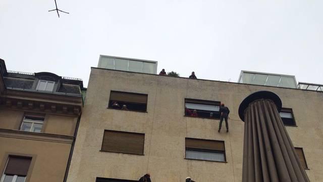 Iz stana pokojnog umjetnika i alpinista slike vadili kroz prozor