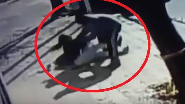 Na ulici bjesomučno pokušavao istrgnuti bebu iz naručja majke
