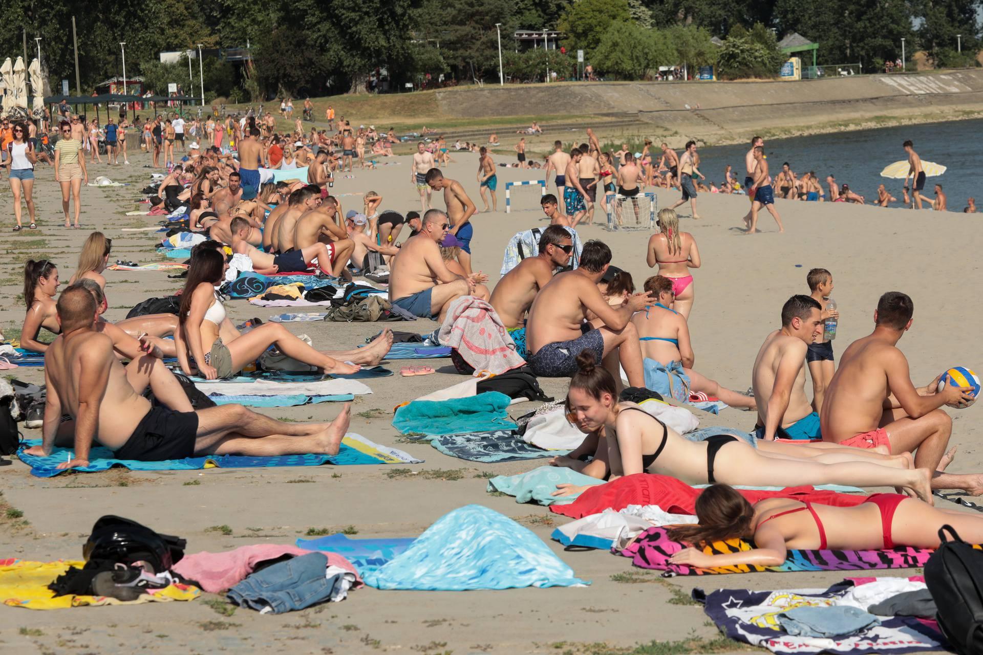 Osijek: Na omiljenom kupalištu na Dravi temperatura pijeska preko 50 stupnjeva