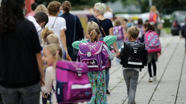 Pozitivno je 261 dijete, 2042 ih je u samoizolaciji, sedam škola provodi nastavu na daljinu