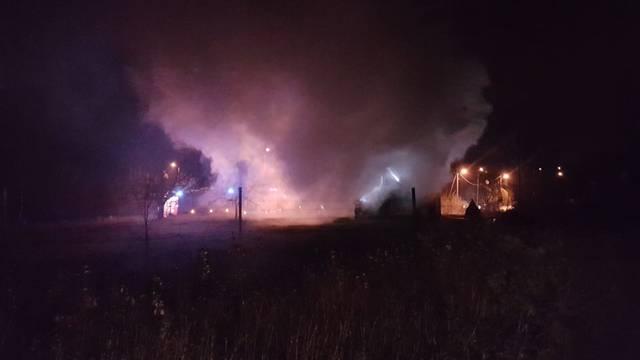 Vatrogasci satima gasili požar na vikendici u Velikoj Gorici