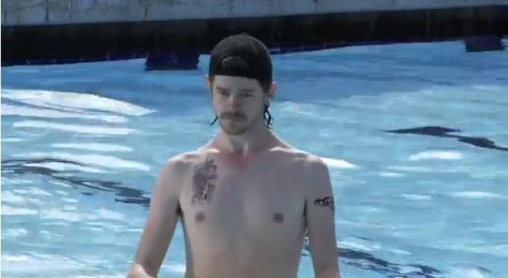 Važno pravilo: Kada piškite u bazen, ne gledajte nikoga u oči