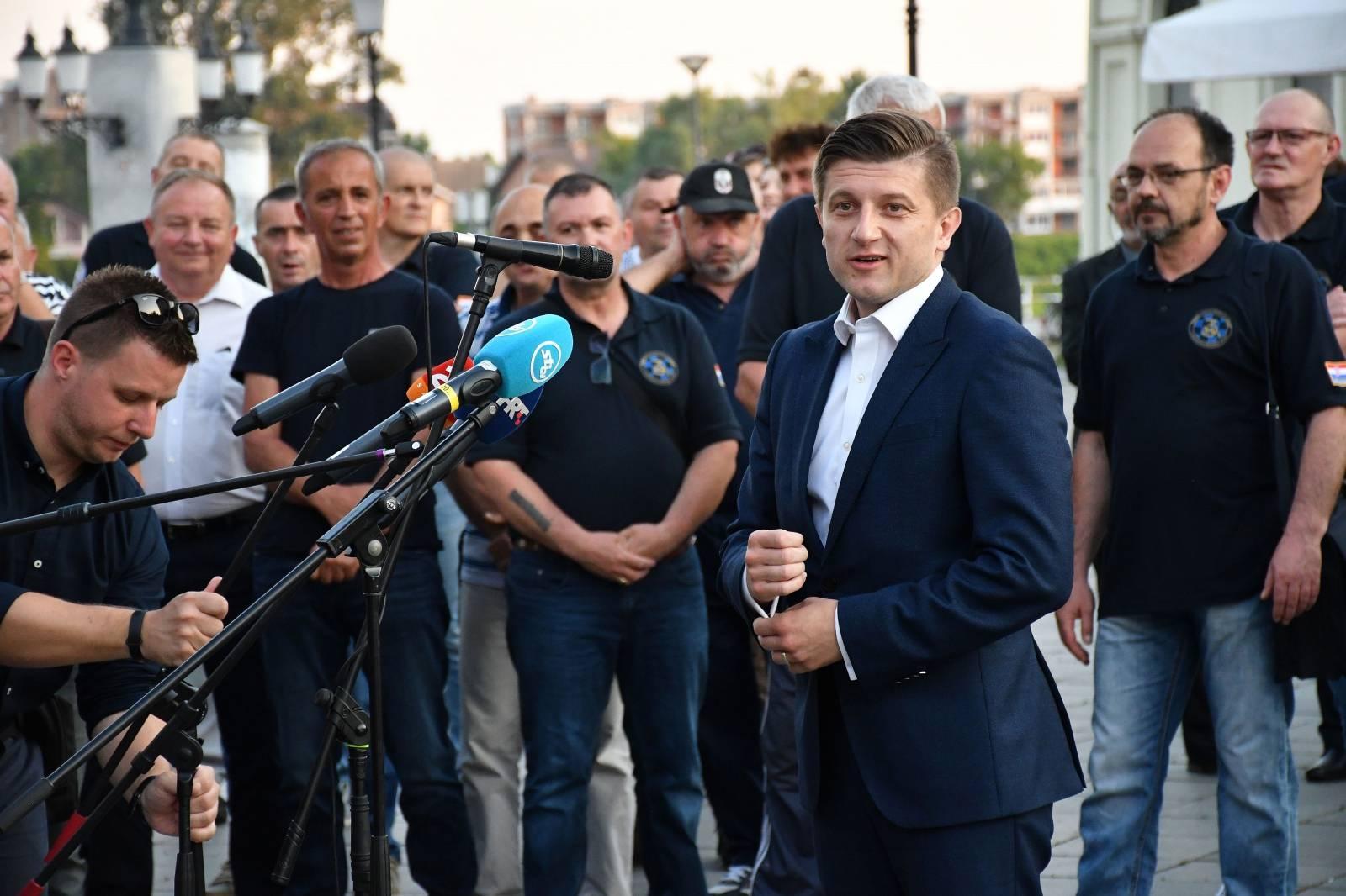 Andrej Plenković sa suradnicima i kandidatima liste HDZ-a posjetio Slavonski Brod