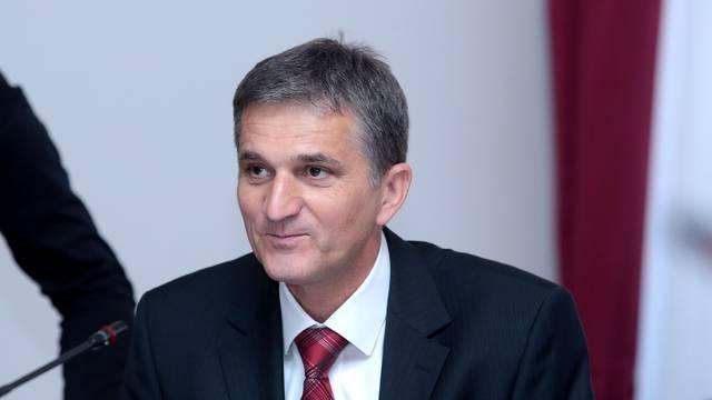 Marić  'mete' ljude iz javnih tvrtki, a Petrov 'sređuje' kuma