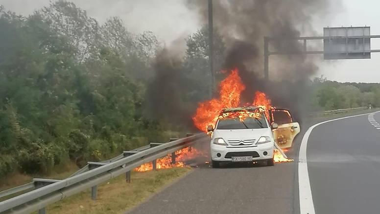 Zagreb: Zapalio se automobil na obilaznici, sam ga preradio?