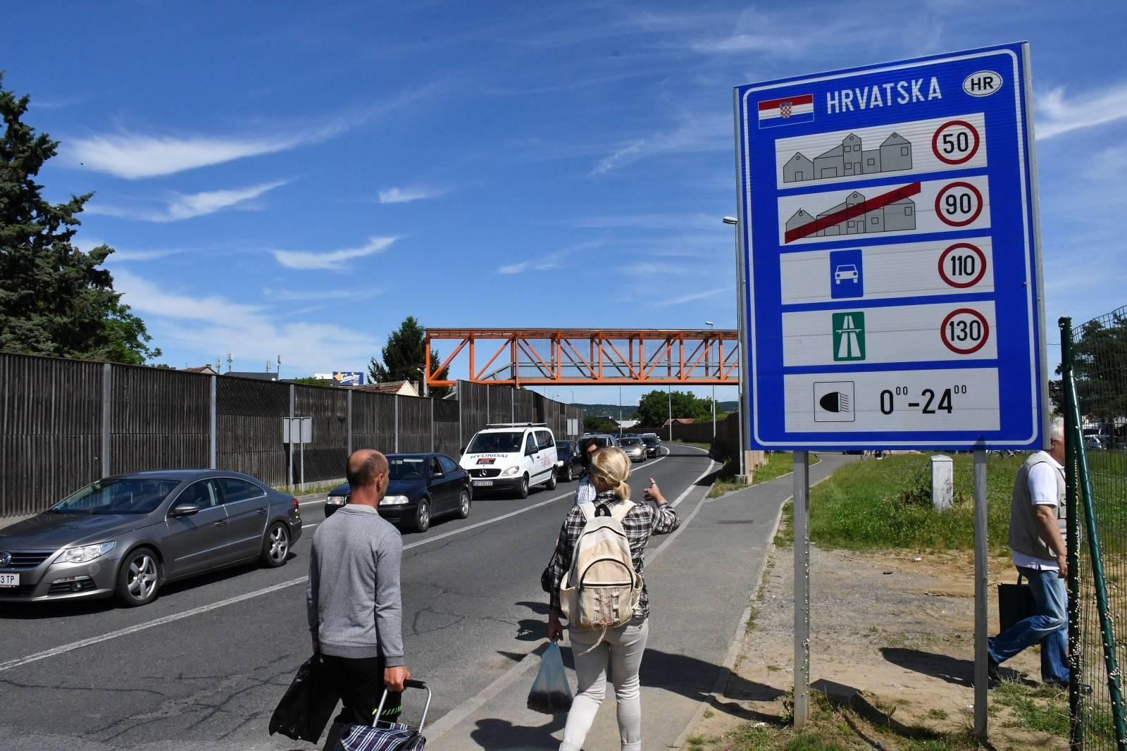 Kolone vozila na graničnom prijelazu s BiH u Slavonskom Brodu