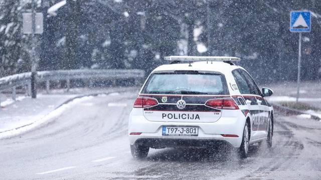 Sarajevo: Otežano prometovanje automobilima zbog snijega koji pada