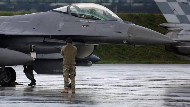 Velika Gorica: Američki vojni zrakoplovi F-16 sletjeli u vojarnu na Plesu