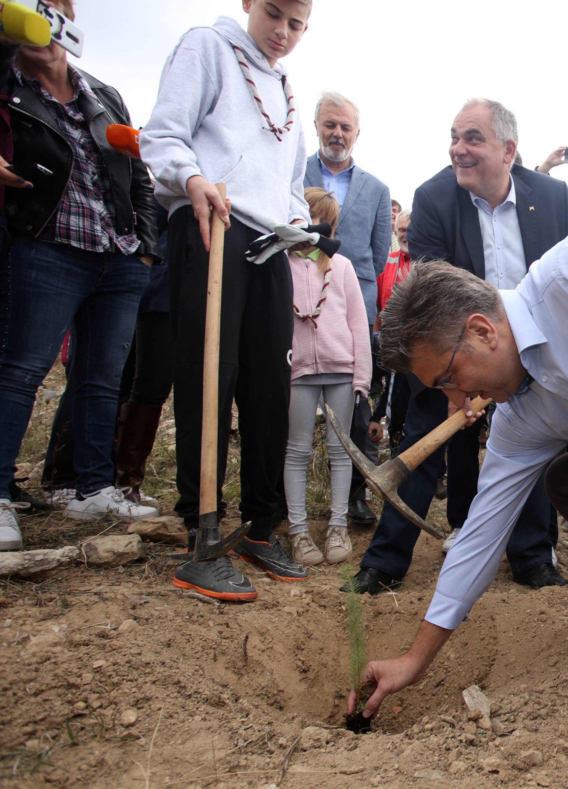 Kučine: Premijer Plenković u akciji pošumljavanja posadio pitomi bor