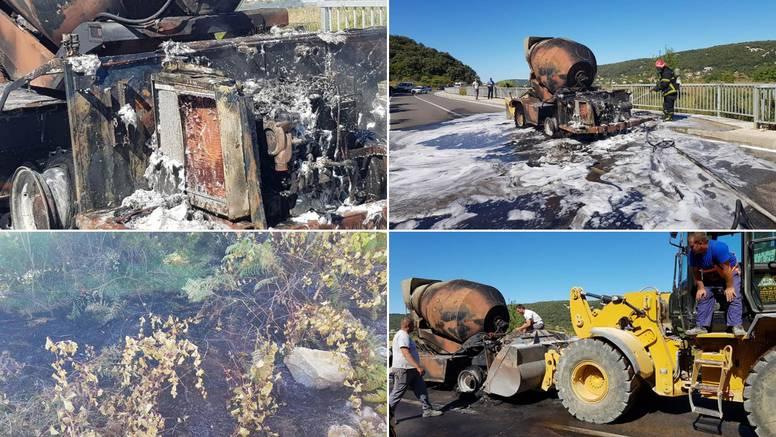 Gorio kamion, vatrogasci hitno reagirali da se ne zapali šuma