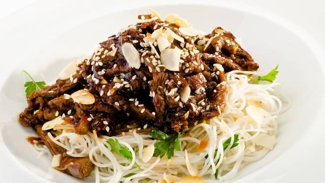 Čarolija Hong Konga u kuhinji: Pripremite rezance s govedinom
