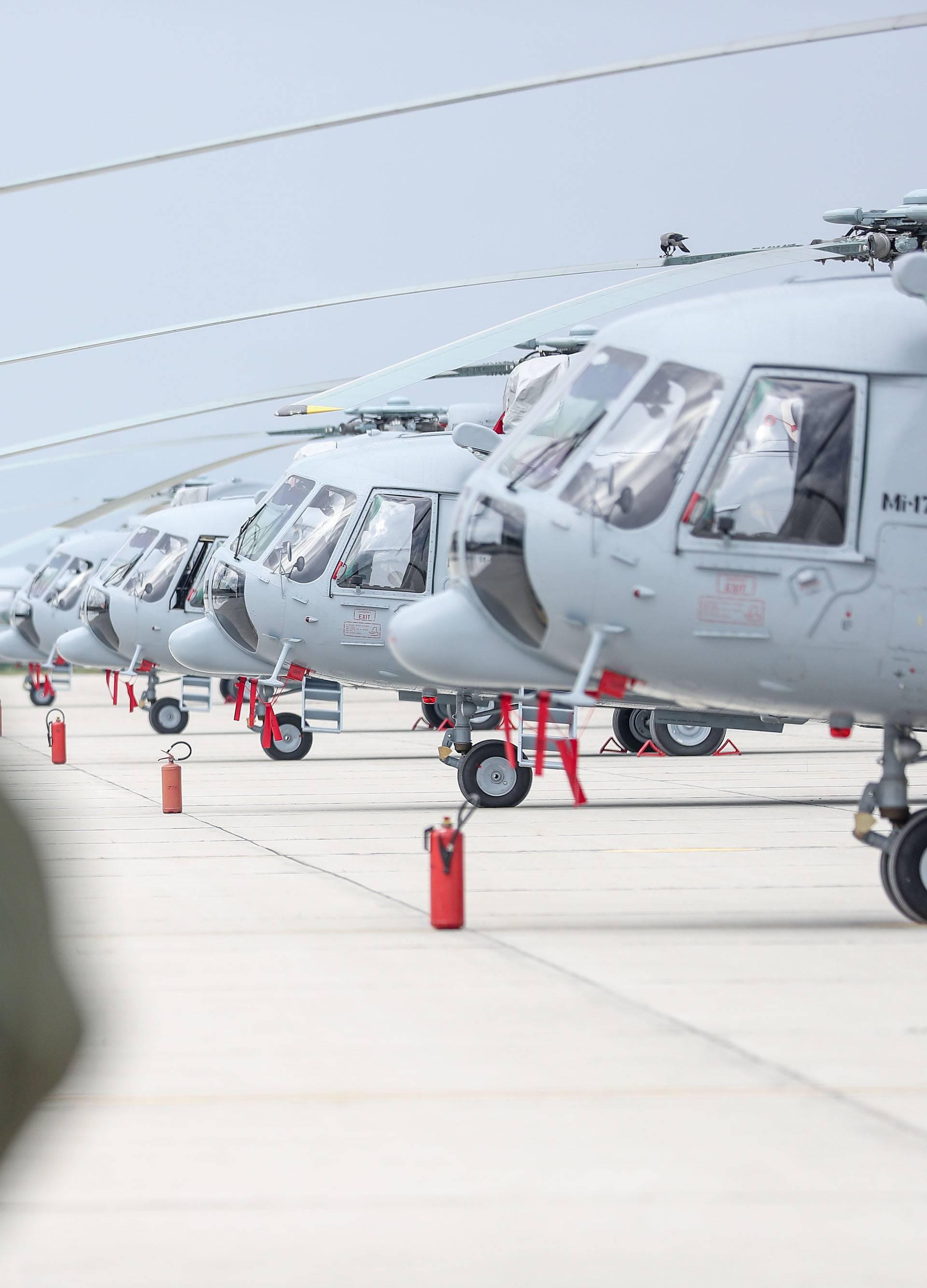 """U vojarni """"Pukovnik Marko Živković"""" održan promotivni let u sklopu prezentacije remonta helikoptera Mi-171 Sh"""