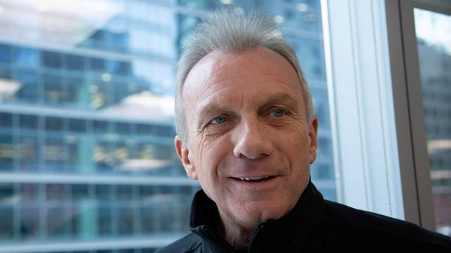 FILE PHOTO: Former Superbowl champion quarterback Joe Montana poses in Toronto