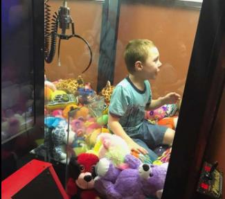 Dječak u Floridi ušao u aparat za igračke i ostao zarobljen