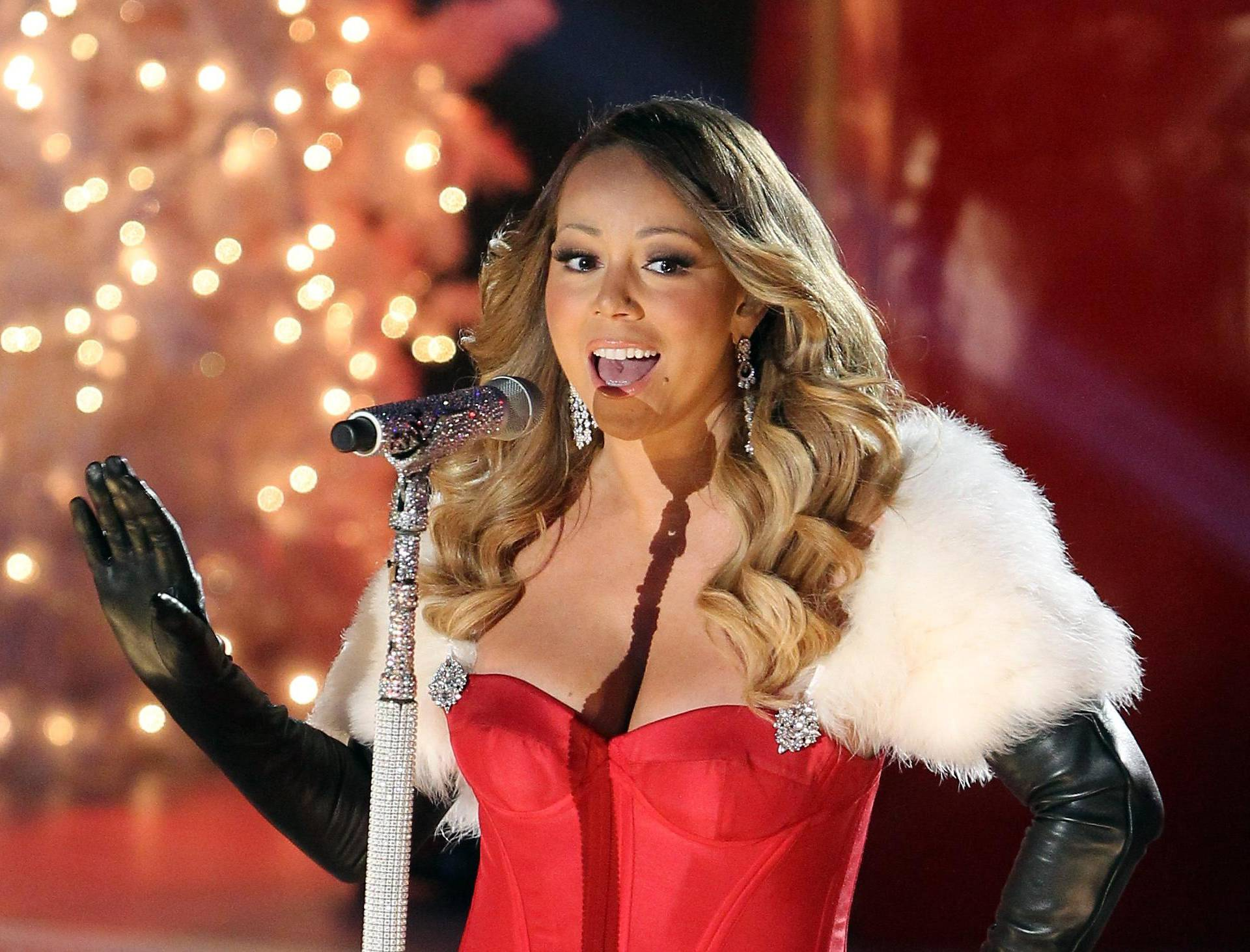 Mariah Carey singing at The Rockefeller Center in New York