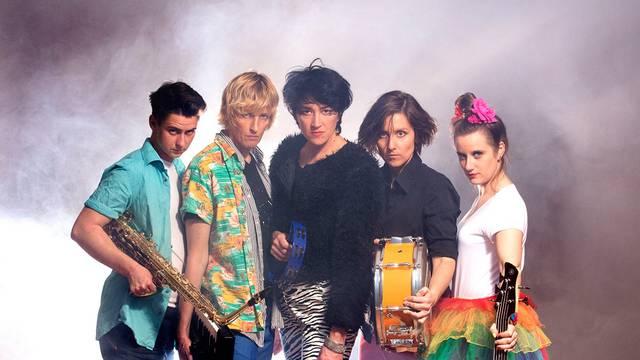 """Šareni indie-pop-cabaret svijet benda """"U pol 9 kod sabe"""""""