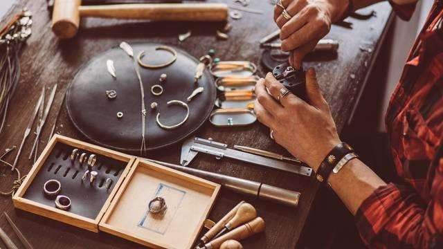 Uništavaju li dezinfekcijska sredstva nakit? Zlatari otkrili najčešće greške koje se rade