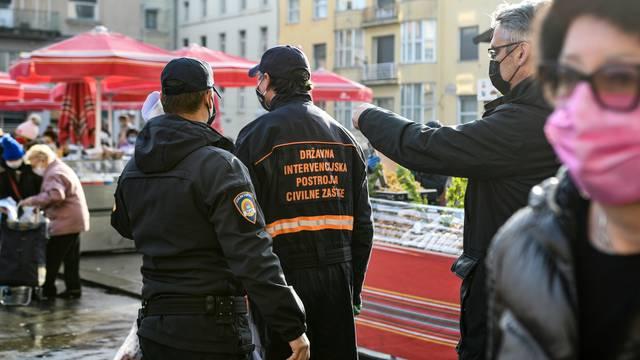 Zagreb: Djelatnici civilne zaštite provode kontrolu kupaca na tržnici Dolac