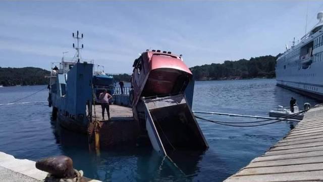 Na Hvaru kamion pao u more