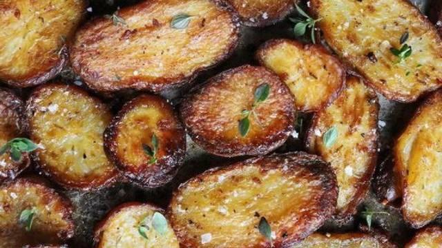 Zbog recepta su je prozvali 'kraljicom pečenih krumpira': Poanta je u 'tajnom' sastojku