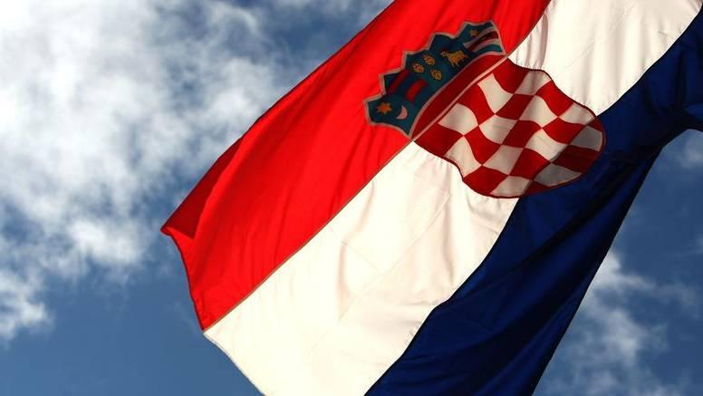 Mladić iz Velike Britanije došao u posjet rodbini u Vukovaru pa tamo zapalio hrvatsku zastavu