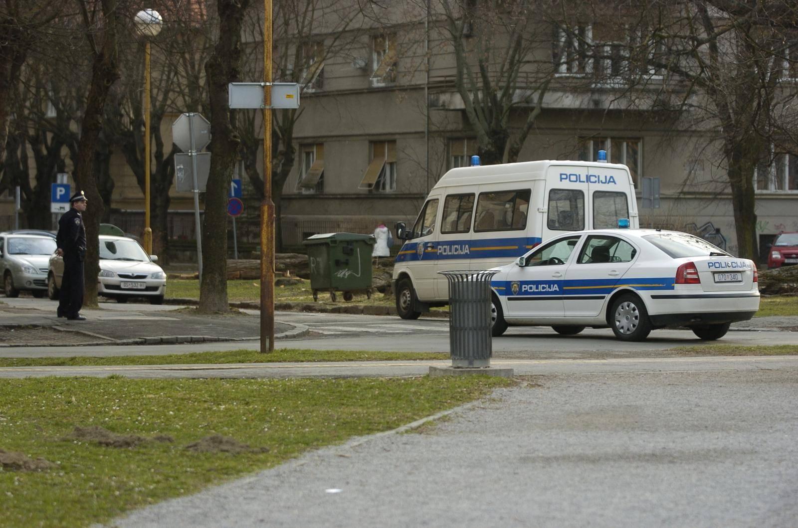 Policajac uhićen zbog odavanja službene tajne i prodaje oružja