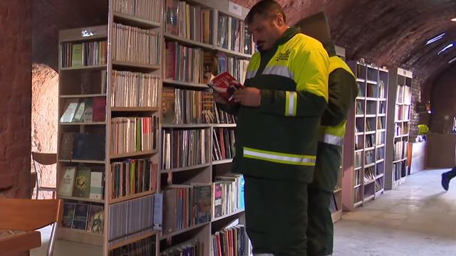 Skupljali knjige sa smetlišta pa su napravili vlastitu knjižnicu