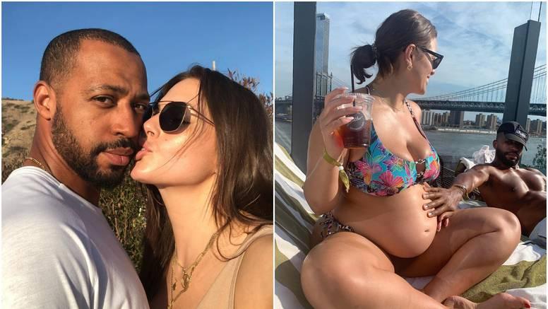 Plus size Ashley uživa na plaži: Pokazala je trudnički trbuščić