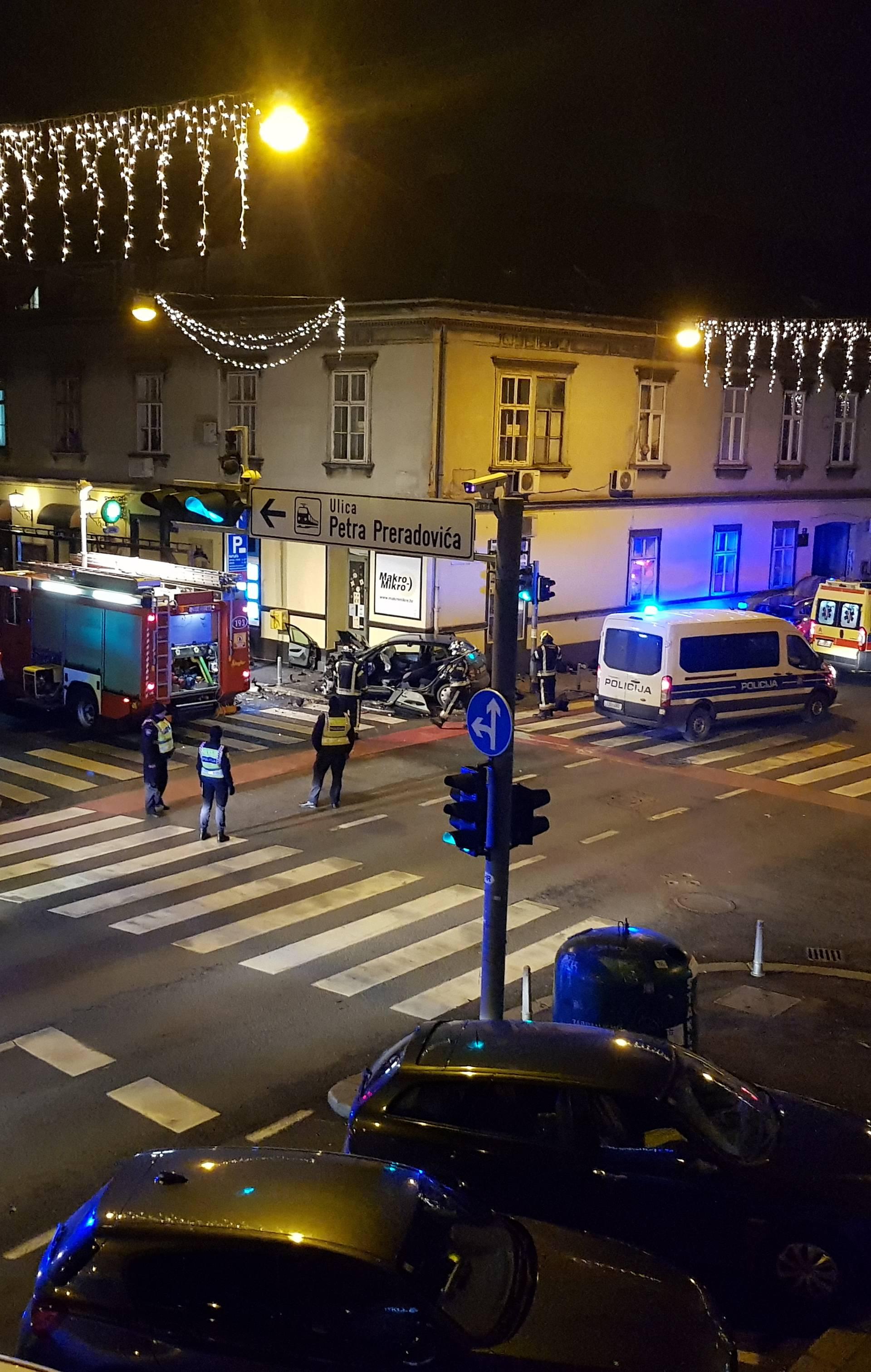 Vozač bježao i zabio se u zid, policija ga je okružila puškama