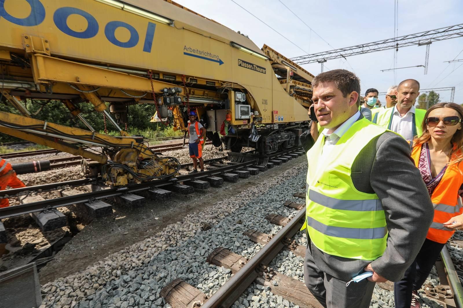 Ministra Butkovic obišao radove na obnovi željezničke pruge u Savskom Marofu