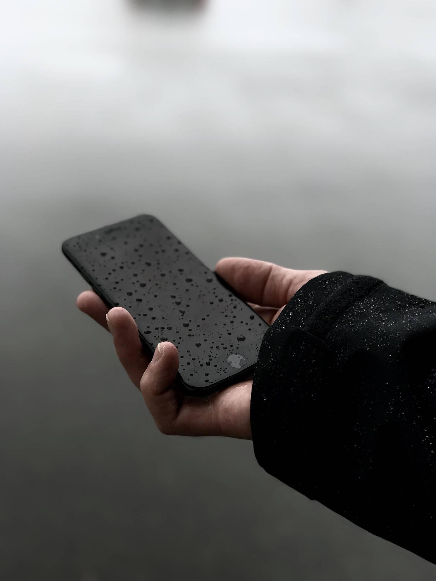 Ovo nikako nemojte raditi ako vam je mobitel završio u vodi