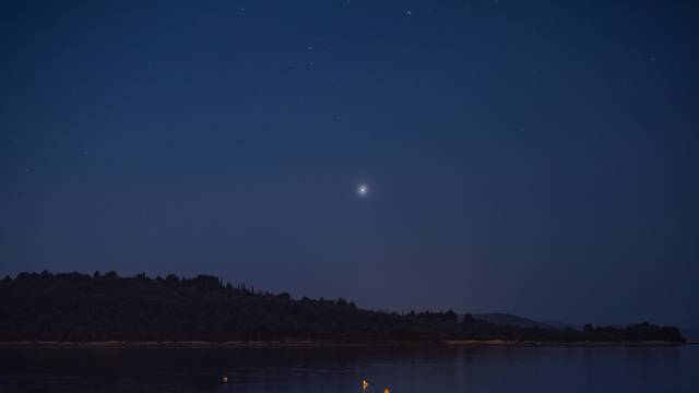Na nebu se danas pojavila 'Božićna zvijezda', konjukcija Jupitera i Saturna