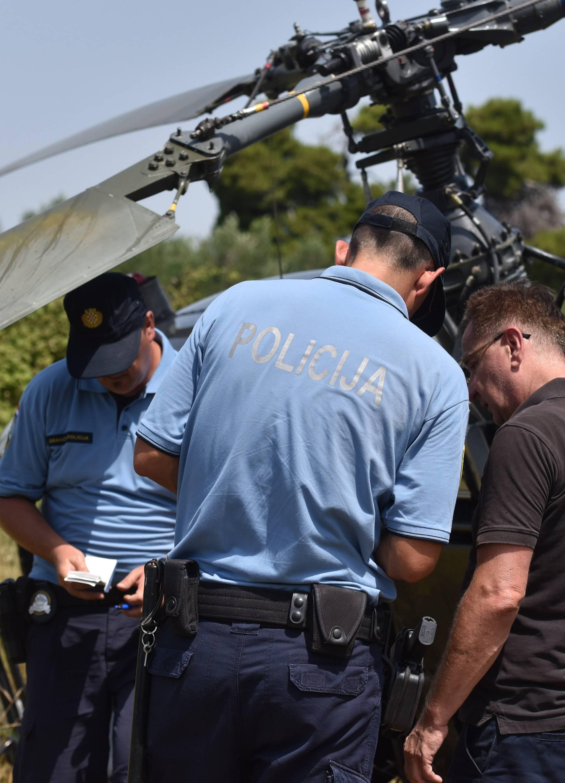 Dijelovi padali s helikoptera, prisebni pilot spasio putnike