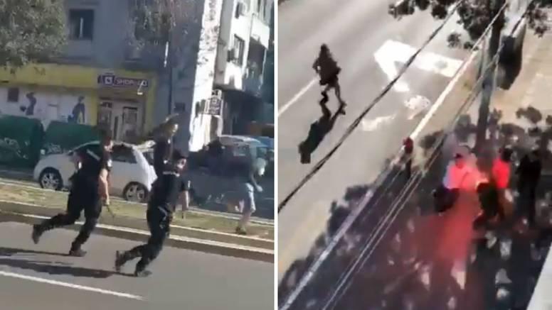 VIDEO Sukob Grobara i Delija: Policajca gađali šipkom u glavu