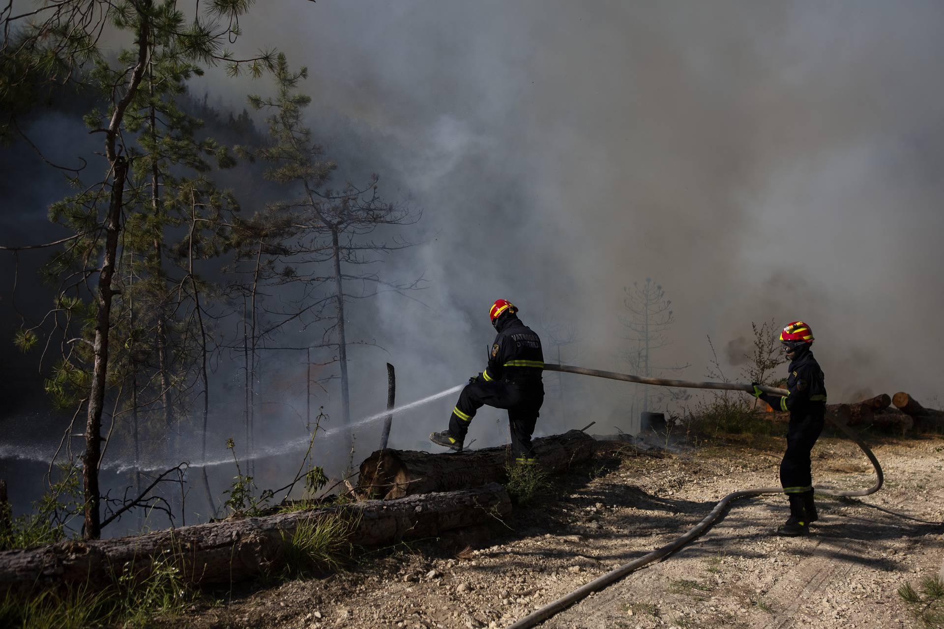 Požar kod Muća pred potpunim gašenjem: Noć bez dežurstva