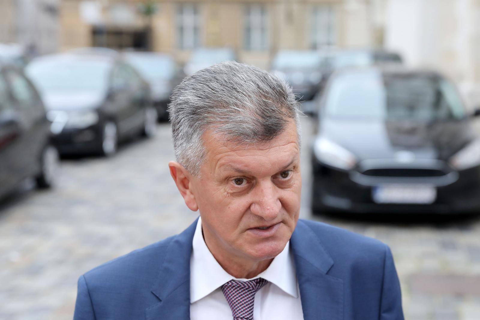 Zagreb: Ministri dolaze u Banske dvore ne sjednicu užeg kabineta Vlade RH