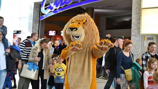 Zabavna parada filmskih likova oduševila je mnoge poznate