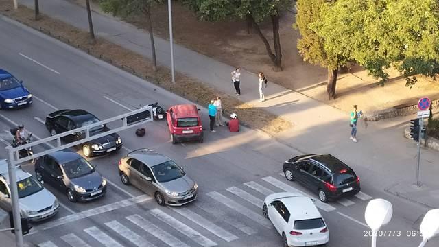 Sudarili se motocikl i automobil u Splitu, jedan čovjek ozlijeđen