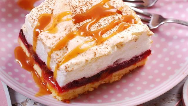 Fini kolač od šljiva, bjelanjaka i karamele - nestat će u trenu