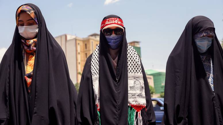 Iran: Pregazio autom  žene jer nisu imale pokrivala za glavu